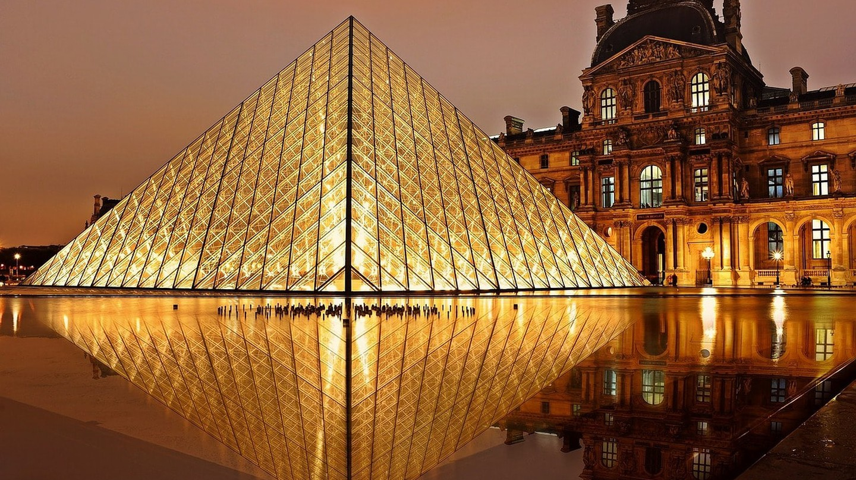 Louvre Pyramid |© Pixabay