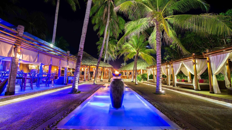 Nha Trang Nightlife | ©  Nha Trang Sailing Club