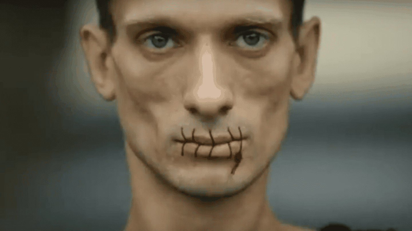 Stitch, Pyotr Pavlensky (screenshot)| ©ODN:Pussy Riot protest: Russian artist sews his mouth together in support