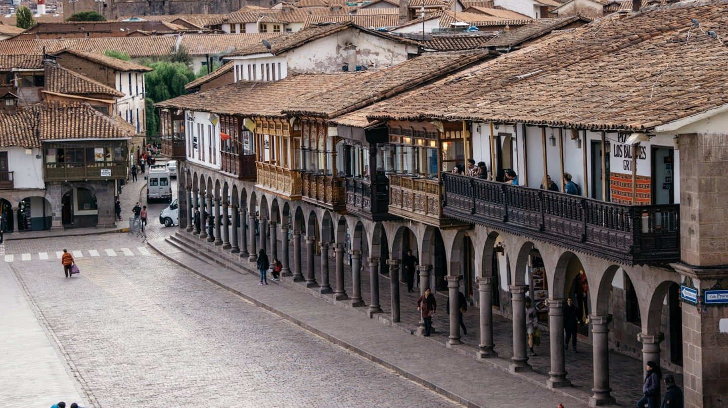 A look at Cusco's main plaza and an example of of Inca-Spanish architecture