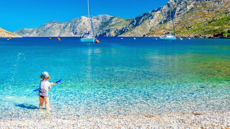 Child playing on the Greek Islands | ©Anna Jedynak/Shutterstock
