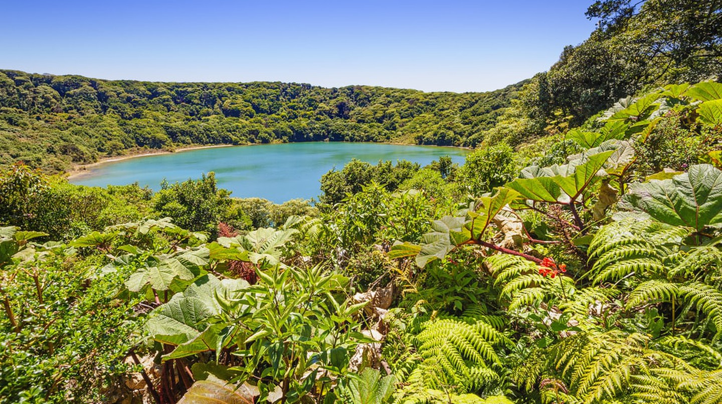 Beautiful blue lake near the Poas volcano | © William Berry / Shutterstock