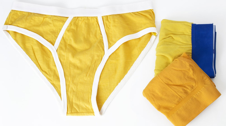 Yellow underwear | © romantitov / Shutterstock