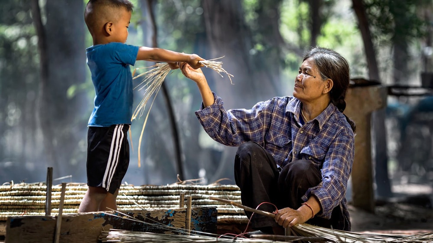 An Indonesian boy helps his grandmother | © Ninja SS / Shutterstock
