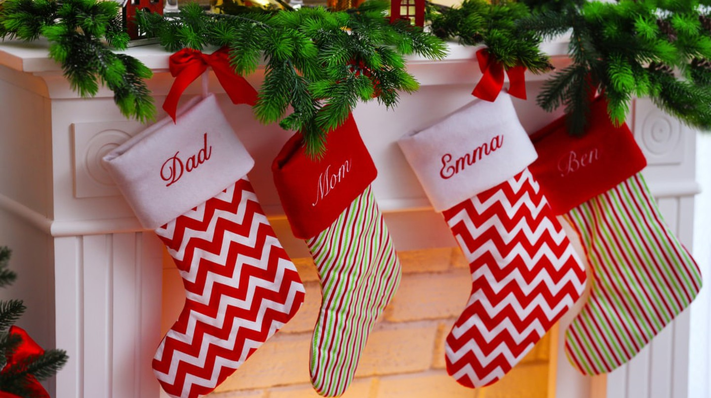 Christmas stockings with family members' names emblazoned on them | © Africa Studio/Shutterstock