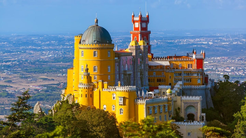 Visit the Pena Palace © Tatiana Popova / Shutterstock