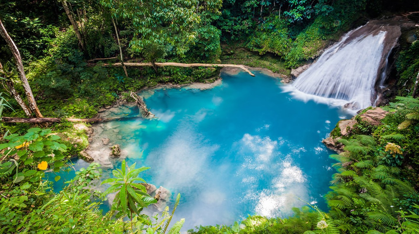 Blue Hole from above |© Photo Spirit / Shutterstock