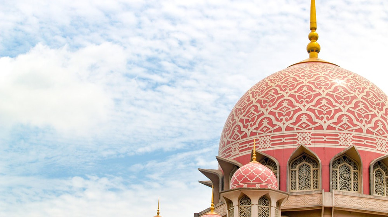 The Putra Mosque in Putrajaya, Malaysia | © URAIWONS / Shutterstock