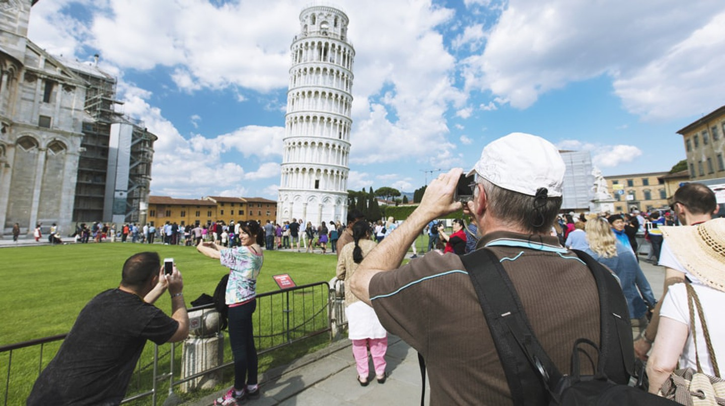 Tourists at Pisa, Italy | © Electric Egg/Shutterstock
