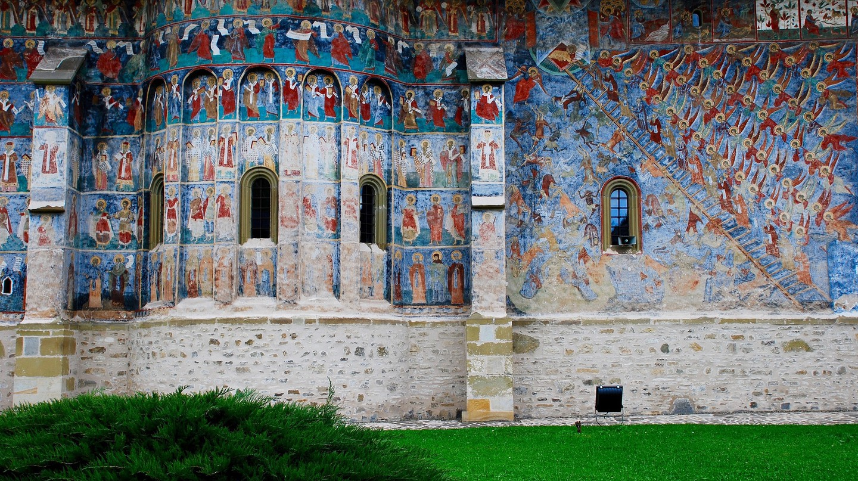 Outdoor Frescoes at Sucevita Monastery | © Remus Pereni / Flickr