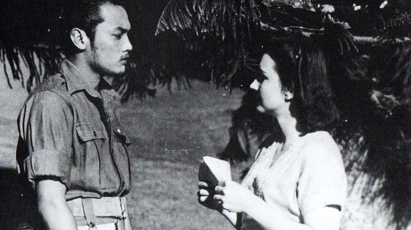 Sudarto (Del Yuzar) and Connie (Ella Bergen) in Darah dan Doa | © Crisco 1492/Wikimedia Commons