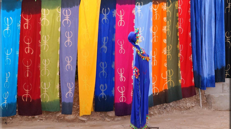 Mannequin wearing traditional Berber attire in front of Berber symbols | © mhobl/Flickr