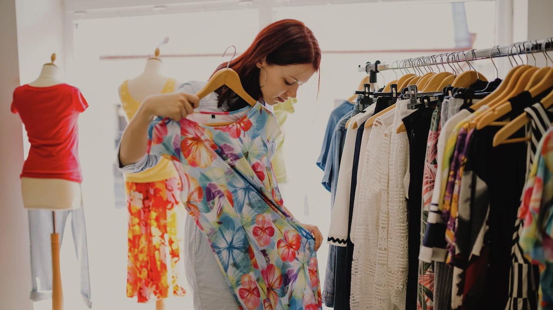 Woman Shopping   © Freepik