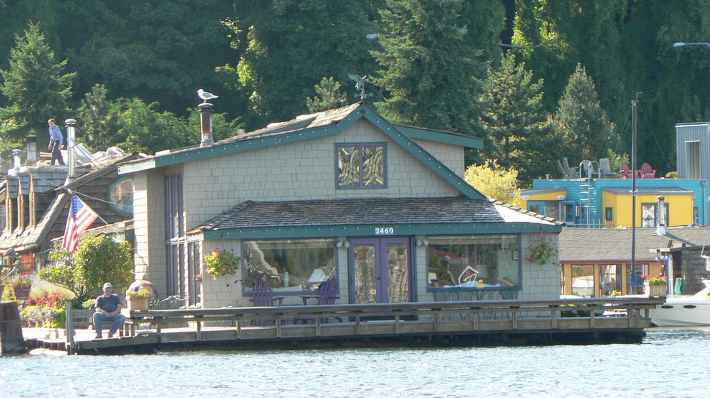 Sleepless in Seattle Boat House | © eng1ne / Flickr