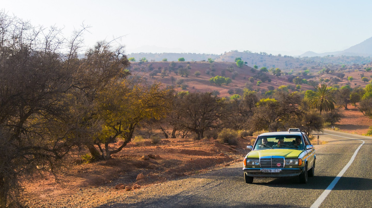 Taxi driving through rural Morocco | © Anthony Tong Lee / Flickr