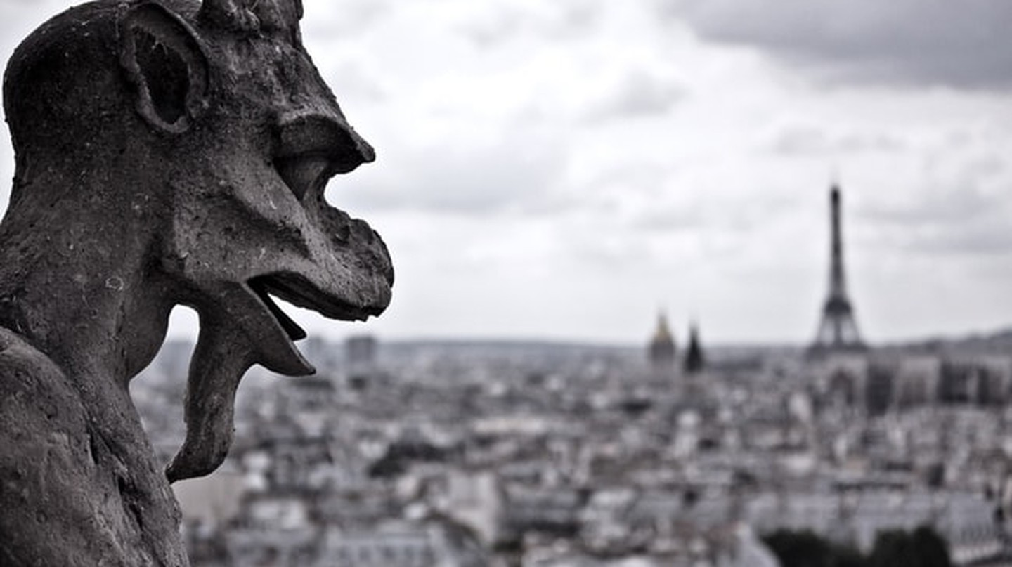 Gargoyle in Paris |© Dylan / Flickr