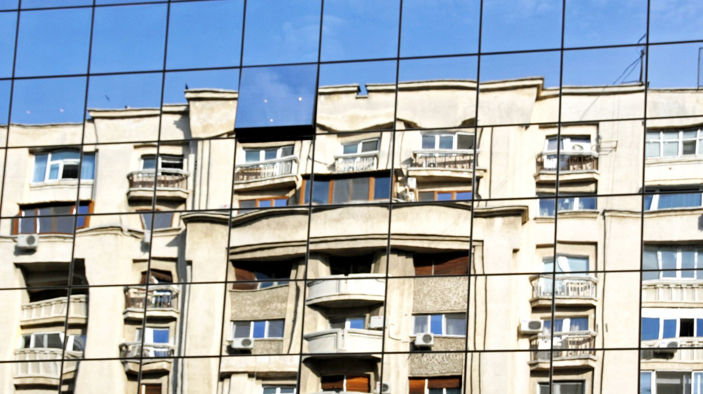 Apartment reflections in Romania | © Dennis Jarvis / Flickr