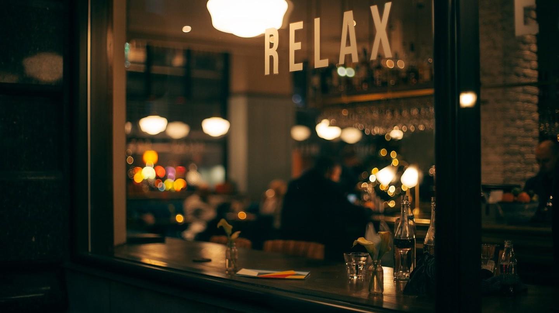 Bar window. StockSnap (c)   Pixabay