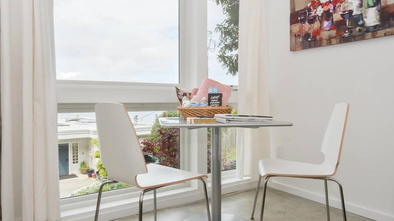 Modern Beach Studio | © Airbnb