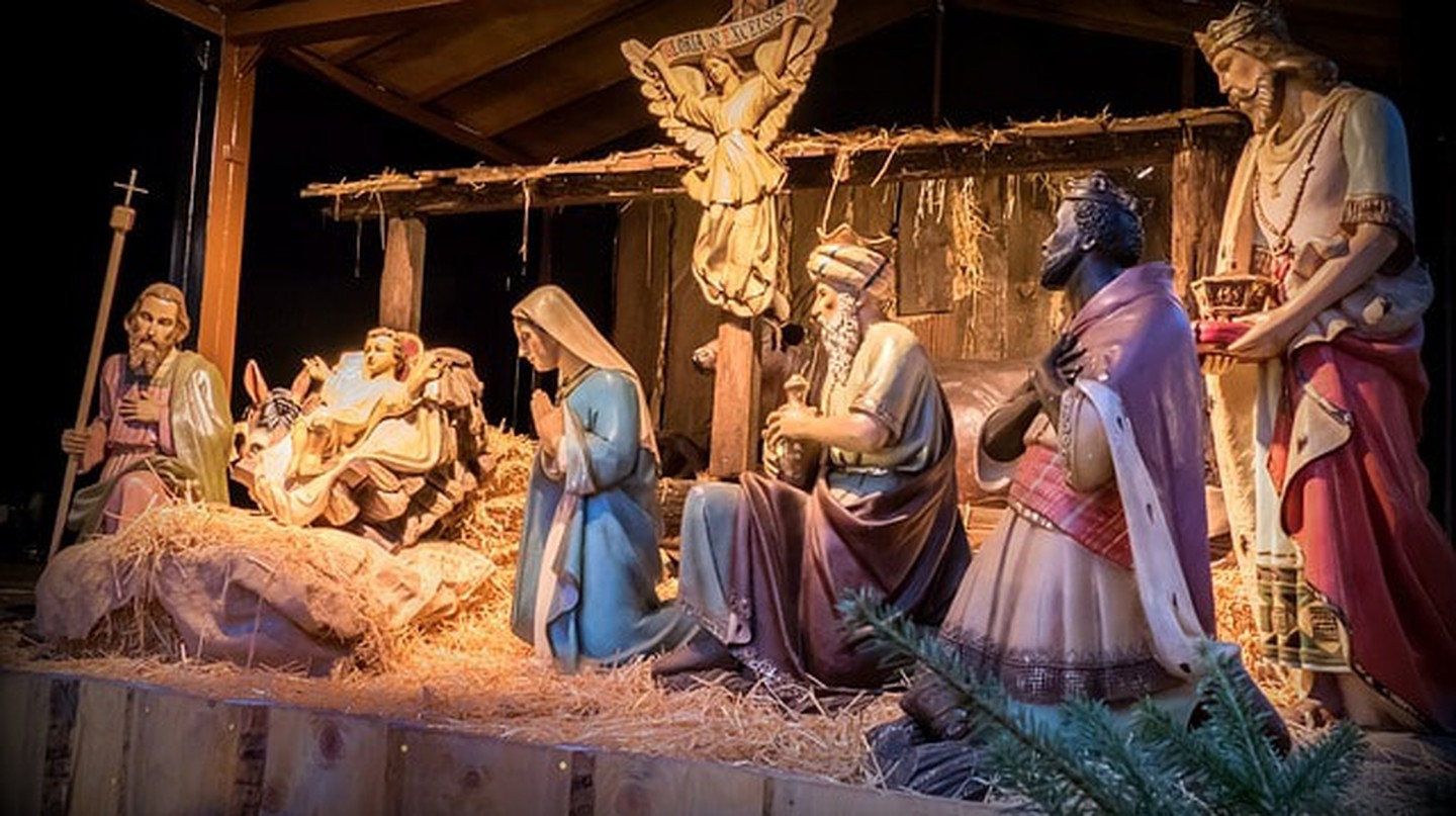 Why You Won't See Any Public Nativity Scenes in France ...