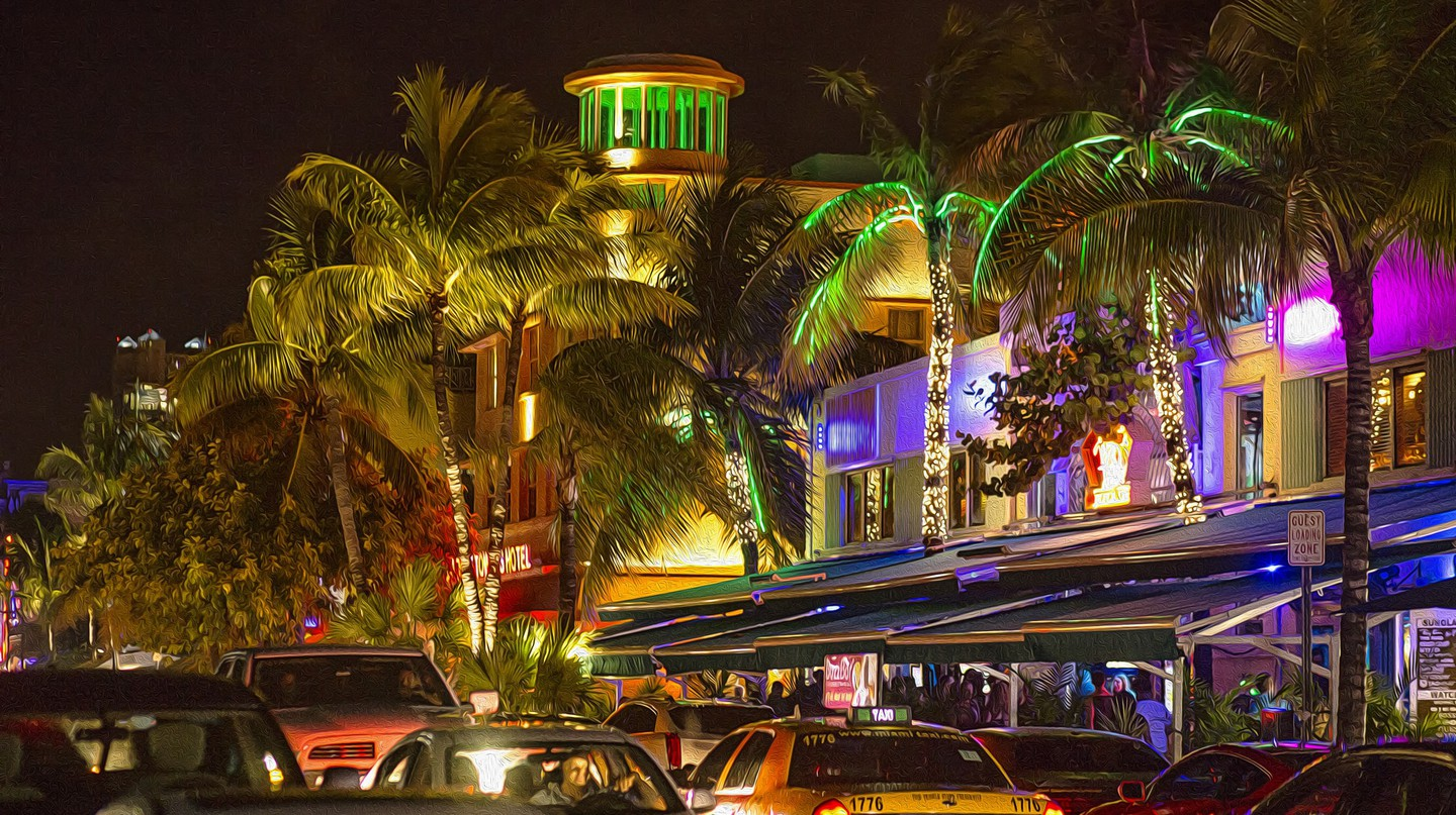 Bustling Miami Beach at night | ©  Patrick Emerson / Flickr