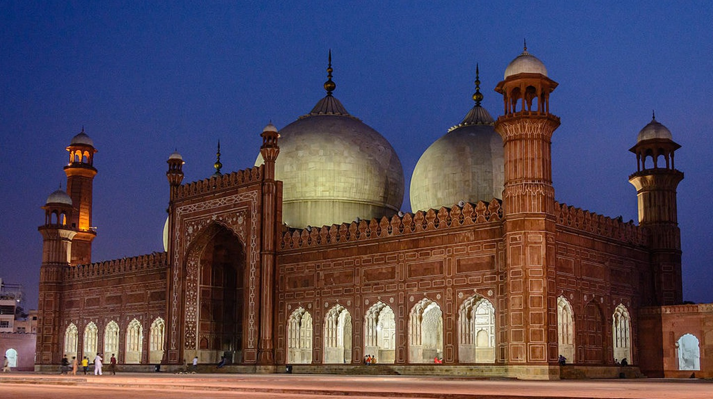 The Magnificent Badshahi Masjid | © Muhammad Ashar / WikiCommons