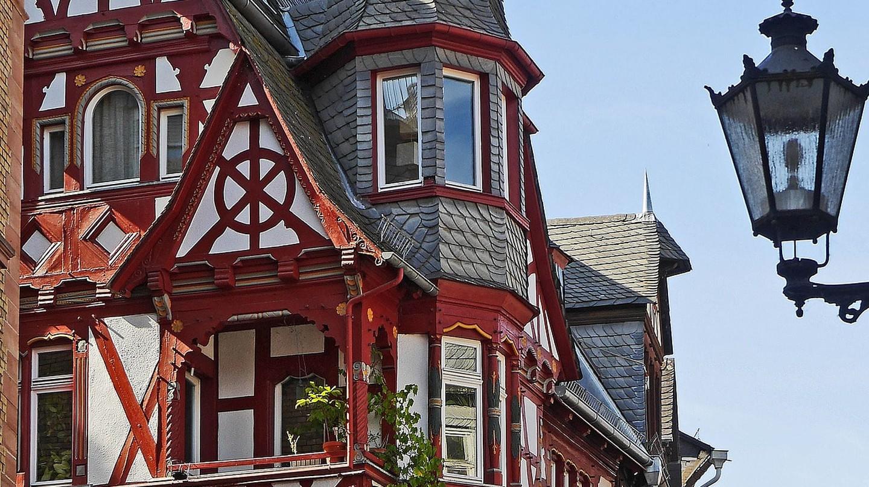 © hpgruesen / Pixabay https://pixabay.com/en/old-town-truss-facade-gable-1572206/