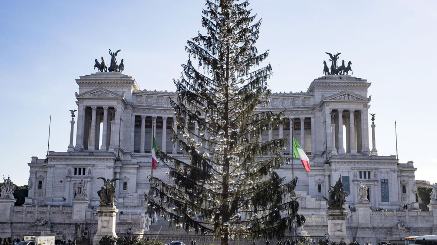 Even 600 silver baubles and twinkly fairy lights can't hide Spelacchio's threadbare branches © MASSIMO PERCOSSI/EPA-EFE/REX/Shutterstock