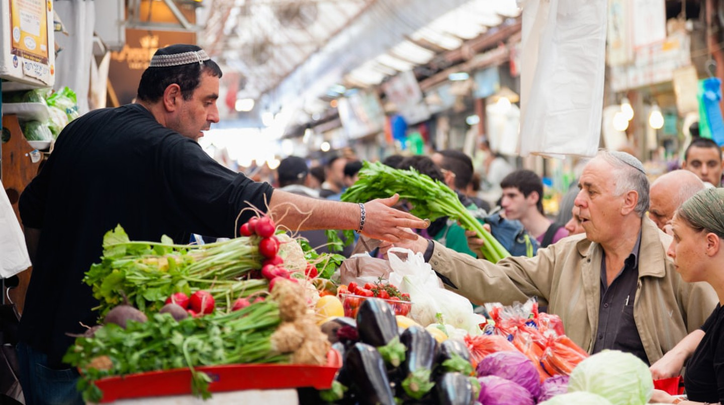 People shopping at Machane Yehuda Market, Jerusalem | © Alexey Stiop / Shutterstock