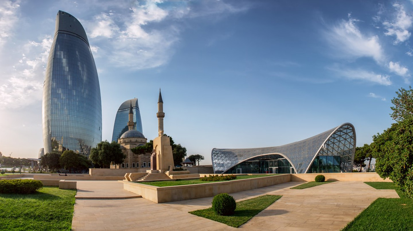 View of the main buildings in Baku, Azerbaijan | © liseykina/Shutterstock