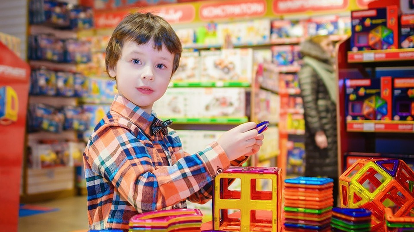 A kid in a toy store | © vborodinova / Pixabay