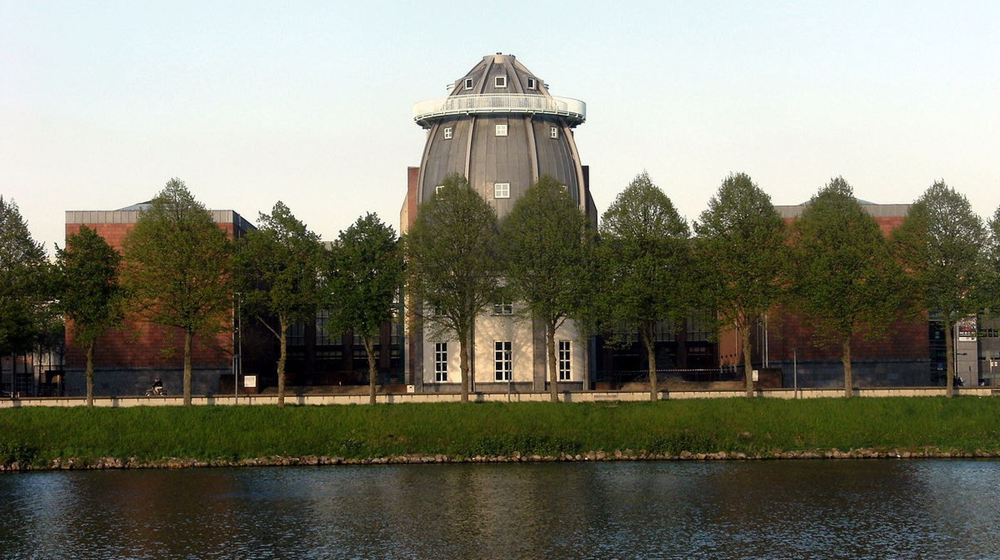 Bonnefantenmuseum and the river Meuse in Maastricht |© Mark Ahsmann / WikiCommons