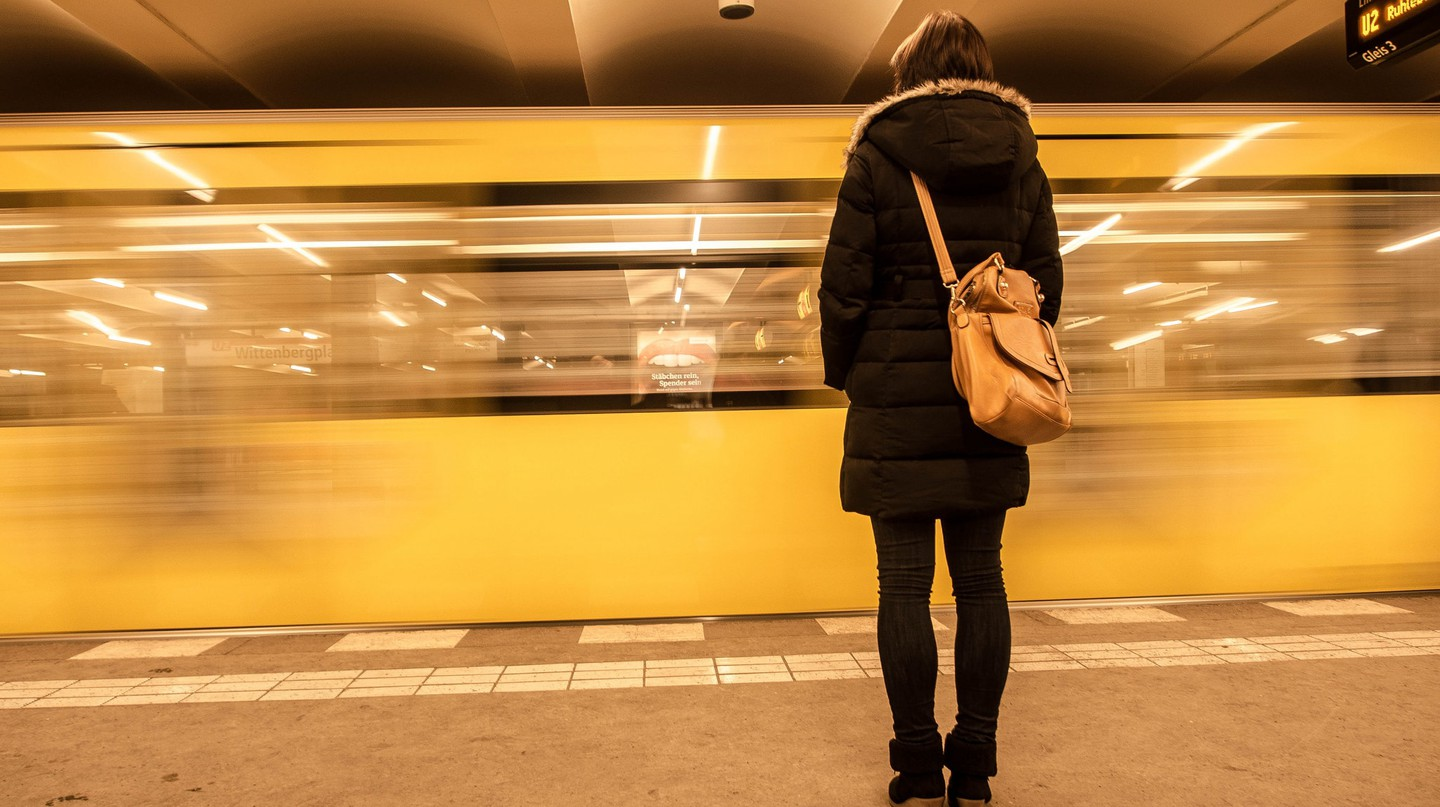 Women on U-Bahn Platform in Berlin | © Georgie Pauwels/Flickr