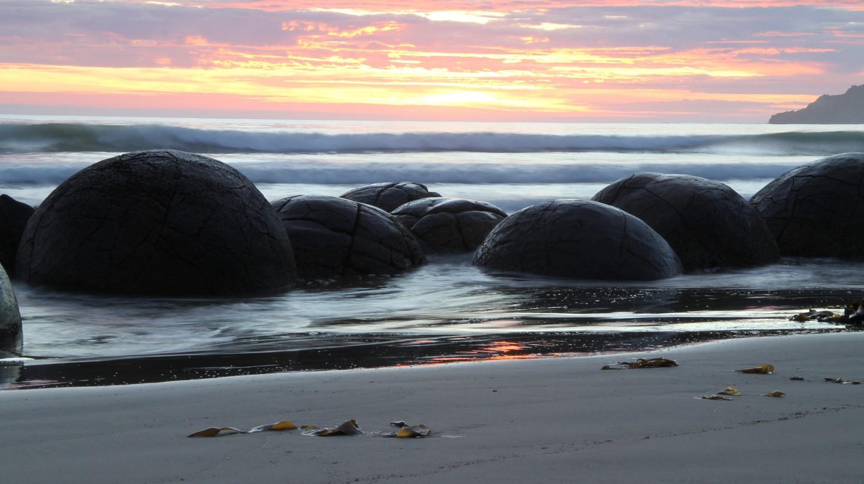 Moeraki Boulders at dawn | © Graeme Scott/Flickr