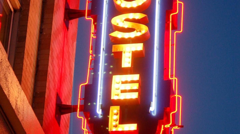 Hostel sign | © Timothy Tolle / Flickr