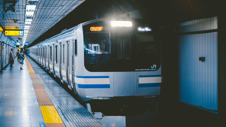 Tokyo train | © hans-johnson / Flickr