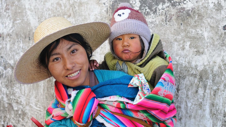 Bolivian mother | ©M M / Flickr