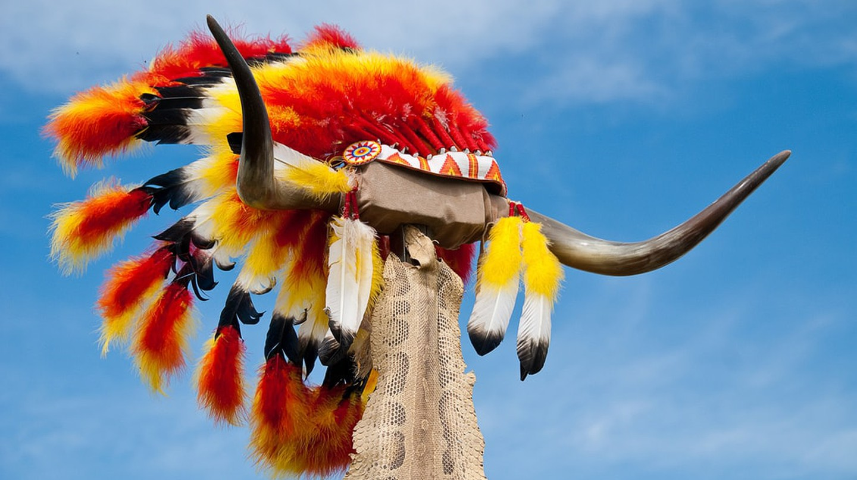 Native American headdress / (c) Chris_Parfitt/Flickr