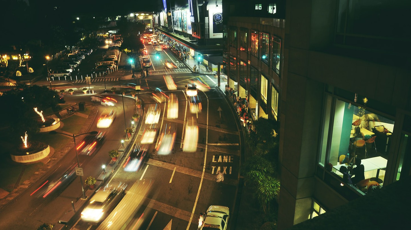 Traffic around Glorietta, Makati City, Metro Manila | © Andrew Subiela/Flickr