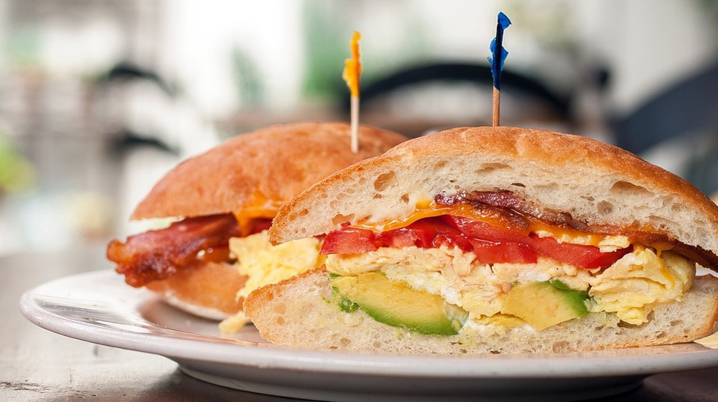 https://pixabay.com/en/egg-sandwich-food-bread-meal-1615790/