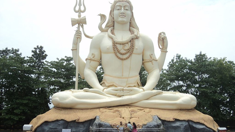 Statue of Lord Shiva at Kachnar City, Jabalpur, Madhya Pradesh | © Shivam S/Wiki Commons