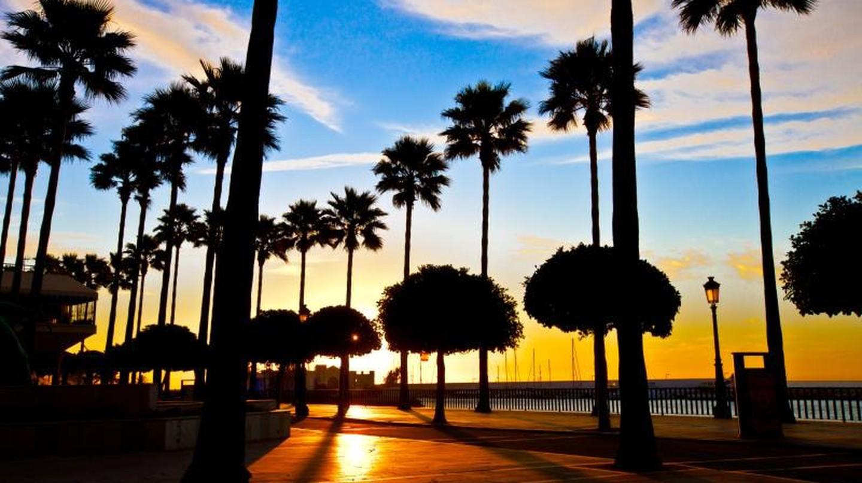 Marbella's seafront promenade at sunrise | © Steve-h/Commons Wikimedia