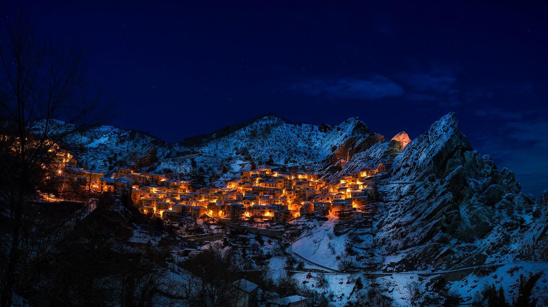 Remote mountain village | © Pexels