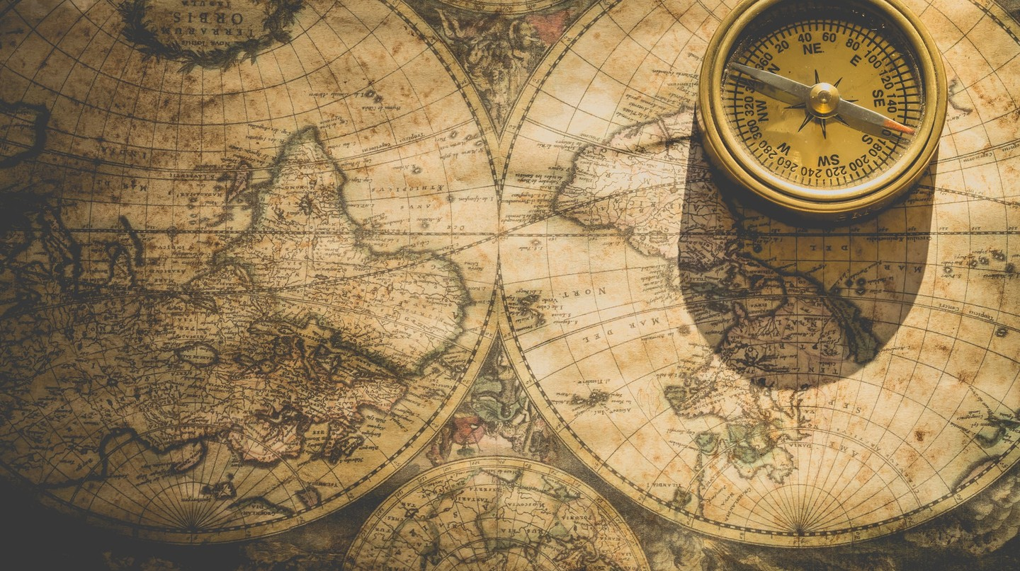 Compass and Map | © Ylanite Koppens / Pexels