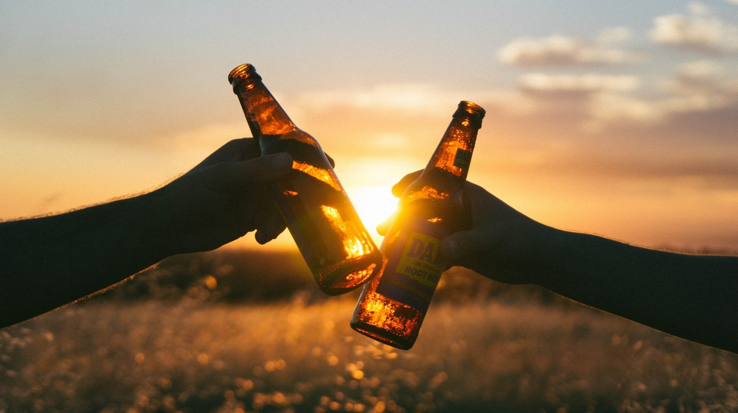 Sunset beers | © Wil Stewart / Unsplash