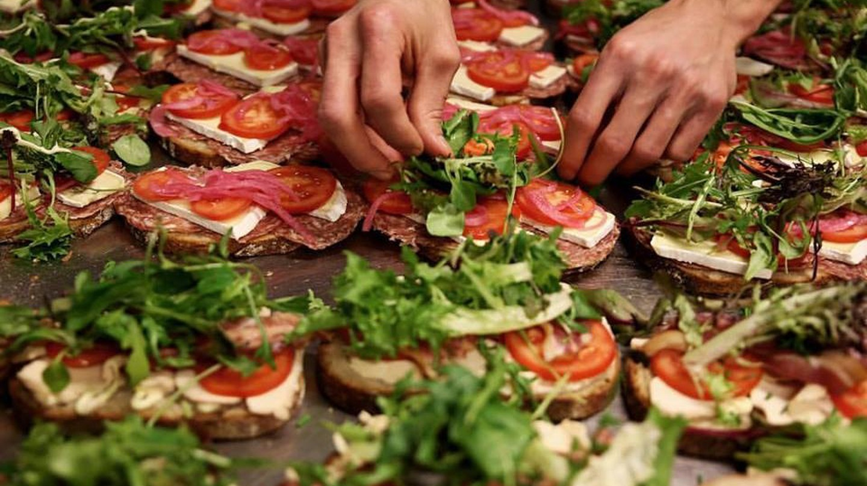 Preparing the day's sandwiches | Courtesy of Åpent Bakeri