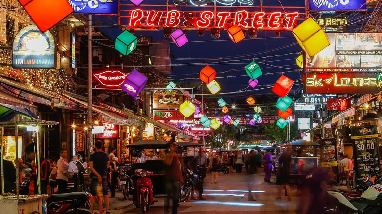 Pub Street | © mikecphoto/Shutterstock