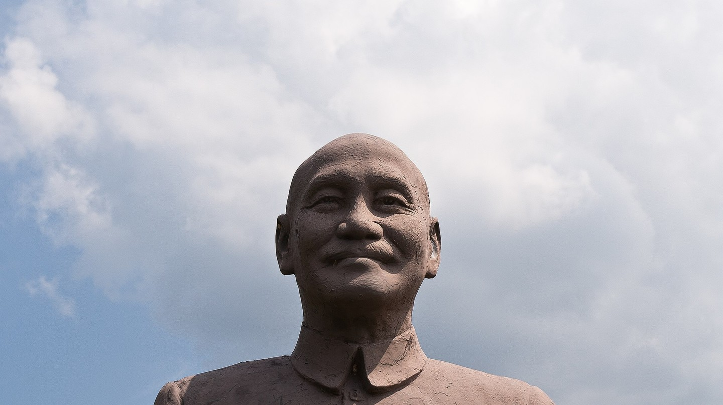 One of the many statues of Chiang Kai-shek | © Lian Chang / Wikimedia Commons