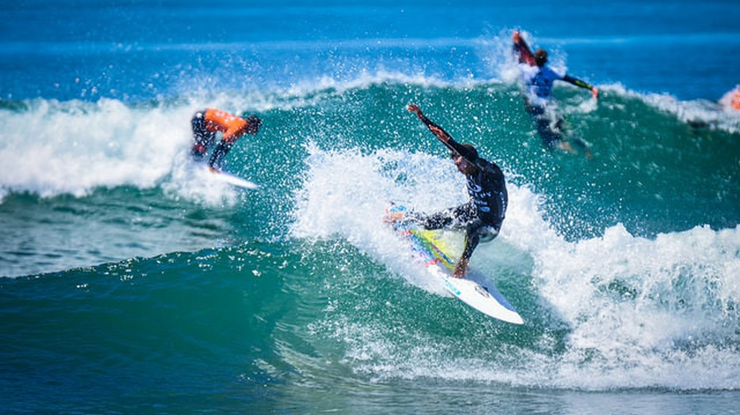 Surfing | © troy_williams / Flickr