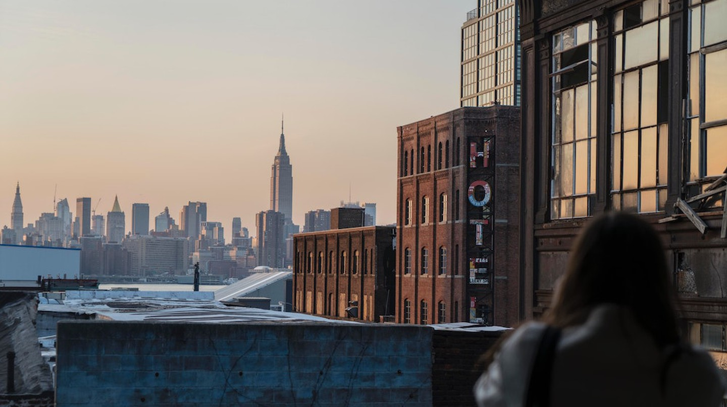 Williamsburg Hotel and the Manhattan skyline | © Thought Catalog/Unsplash